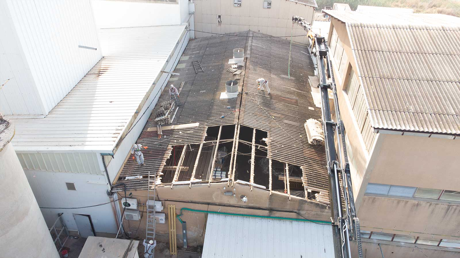 קיבוץ שדה נחום מפעל אבדת החלפת גגות אסבסט לפאנל מבודד 1500 מר