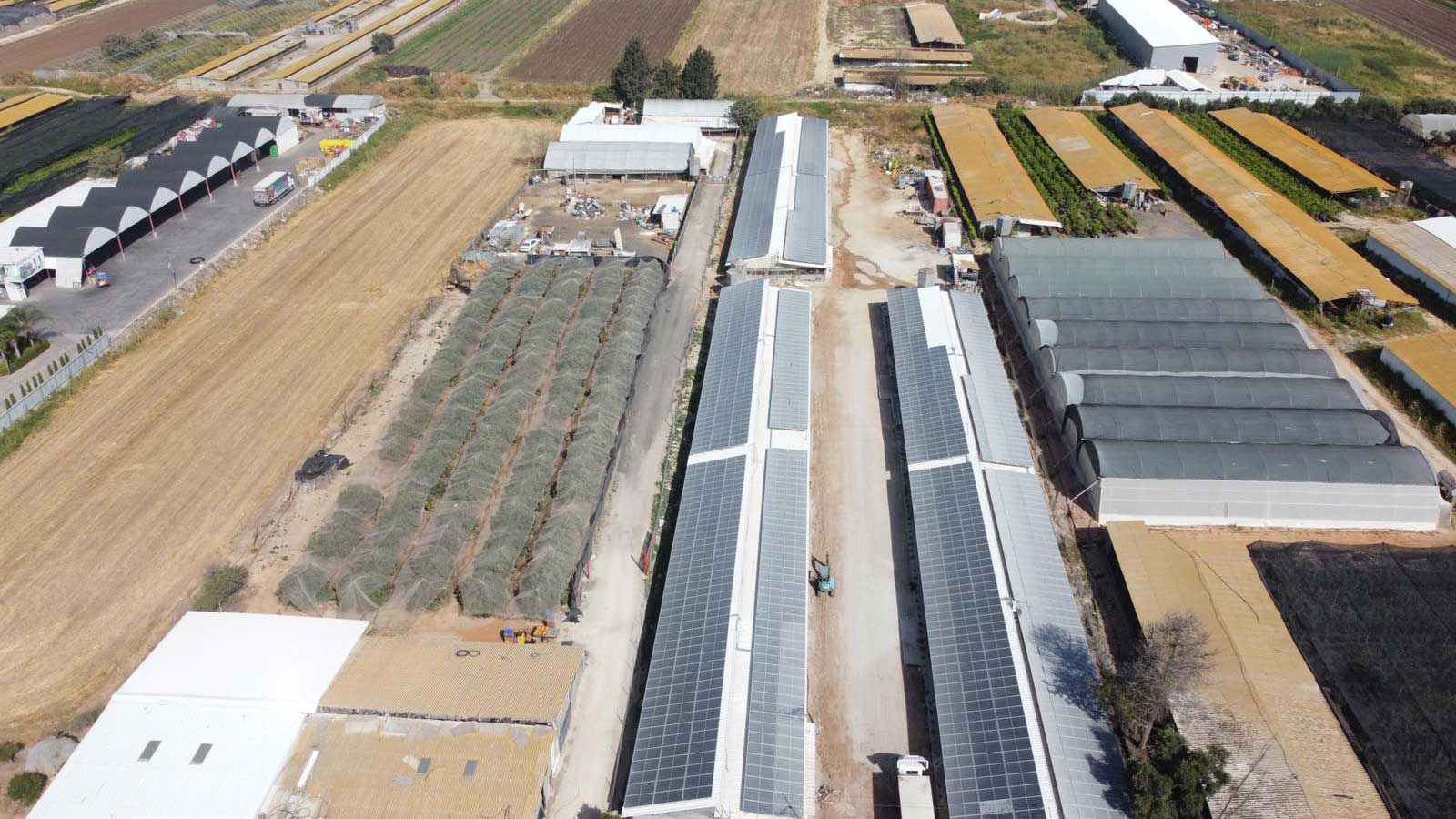 """מושב חצב החלפת גגות אסבסט לפאנל מבודד בלולים 4,000 מ""""ר   - שיתוף פעולה עם חברה סולארית"""